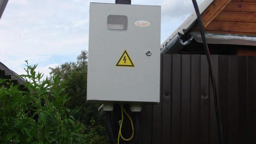 Подключение электричества и установка трубостоек